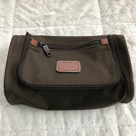 10191dff2140 Men s Tumi Toiletries Shaving Travel Bag Case Kit.  M 5a9f4cfd85e605aef044fb82